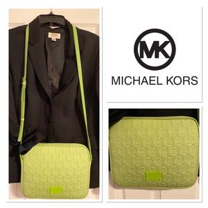 😍AUTHENTIC MICHEAL KORS CROSSBODY BAG!